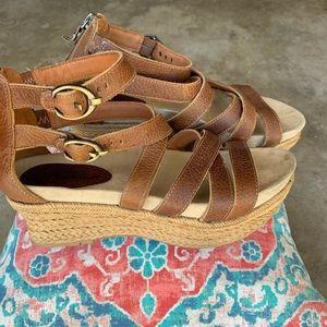 Earthies Platform leather sandal 9B